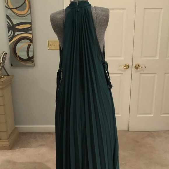 Dresses & Skirts - Forest green Dress with pleats